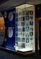 "formblau1.jpg - ""Hands"" 42 x C - Print - Transparencies  21 x 29 cm,   ""Formation Blau"" -  TSP Druckhaus Potsdamerstr. Berlin 2001  Foto : Barbara Wolters  copyright"