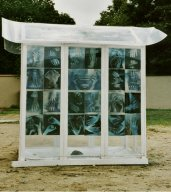 "steine1.jpg - Plexiglass - Wood House, 180 x 160 x 70 cm with 80 Transparent C- Prints 29 x 21 cm ""Steine Ohne Grenzen I"" K"